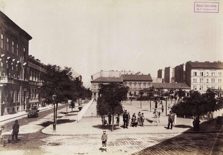 Almássy tér